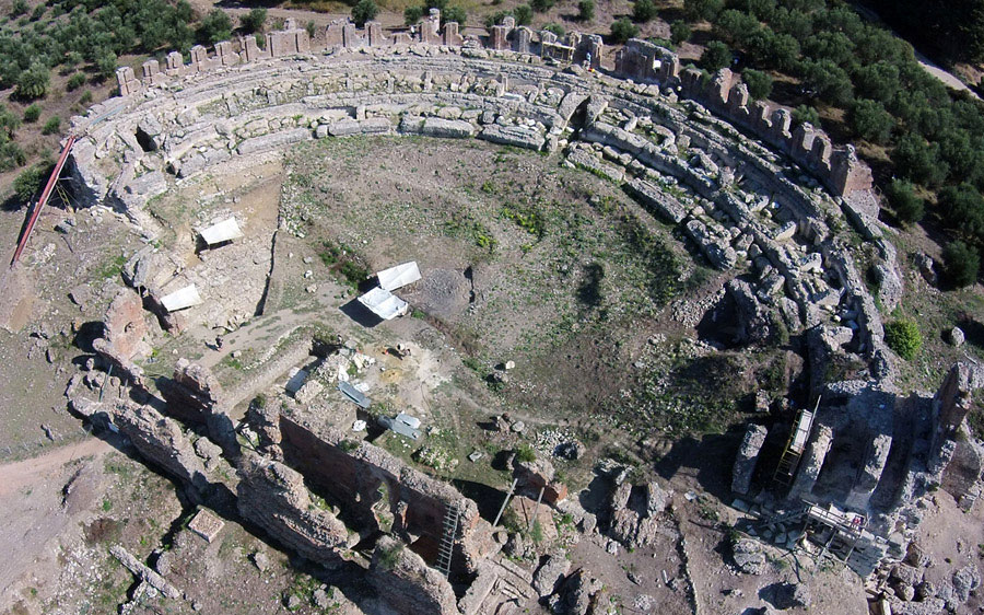 Nicopolis theater1